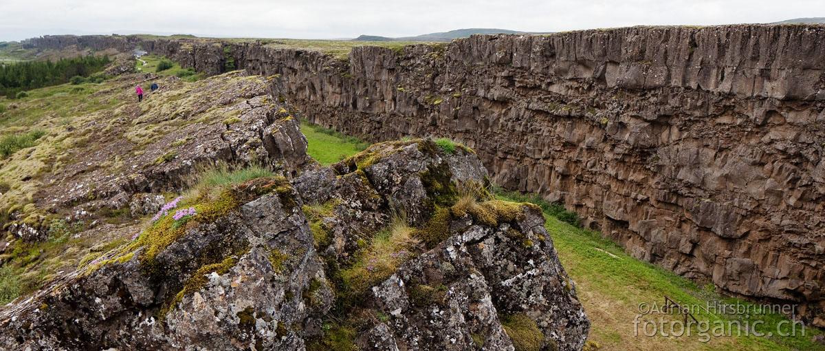 Þingvellir / Thingvellir-Graben, Island: Langgezogene Verwerfungen prägen die Landschaft.