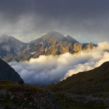 Sonnenaufgang auf der Alp Cadlimo.