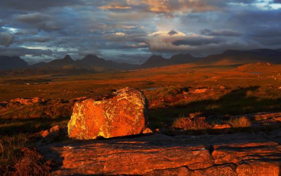 Sonnenuntergang in der Region Assynt, Nordwest Schottland