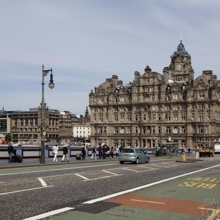 An der North Bridge befinden sich alte und etablierte Hotels der Luxusklasse.