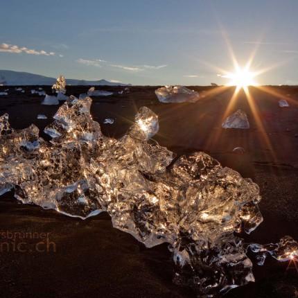 Das Natur-Eiskunstwerk erstrahlt im Gegenlicht der Sonne wie ein Diamant.