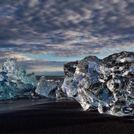 Je nach Sauerstoffgehalt des Eises, erscheint das Eis in unterschiedlichen Blau-und-Grüntönen.