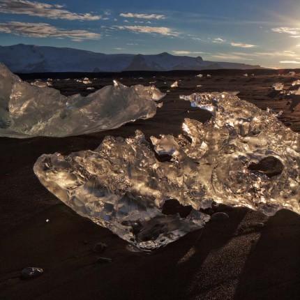 Am Lavastrand schmilzt es dahin: Das Gletschereis bei Jökulsárlón.