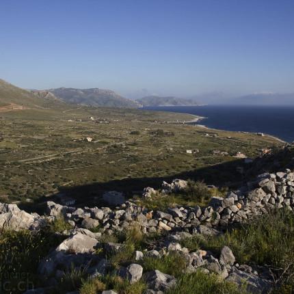 Entspannend Mediterran: Die Küste von Mani