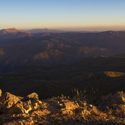 Die Landschaft um Nemrut Dağı in Südostanatolien ist trocken und steppenartig.