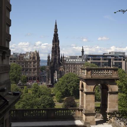 Das Scott Monument ist mit seinen 60m Höhe ein beliebter Aussichtspunkt Edinburghs.