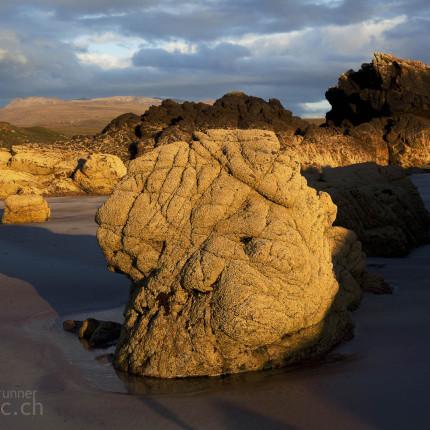 Im Abendlicht zwischen den Felsen herumturnen