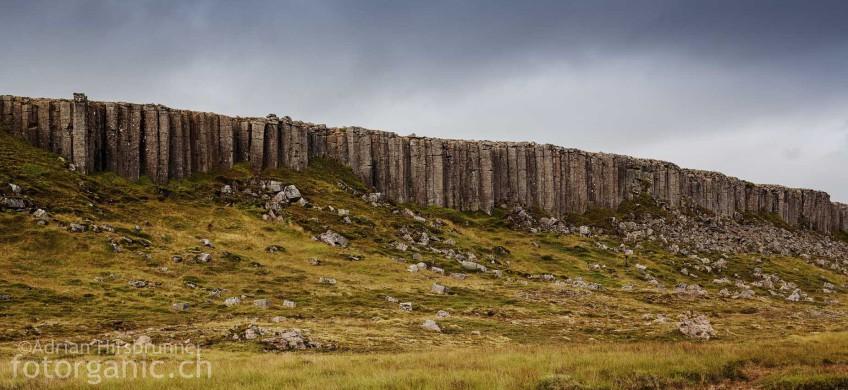 Bei Gerðuberg befindet sich eine bis zu 14m hohe Basaltsäulenformation, Snæfellsnes