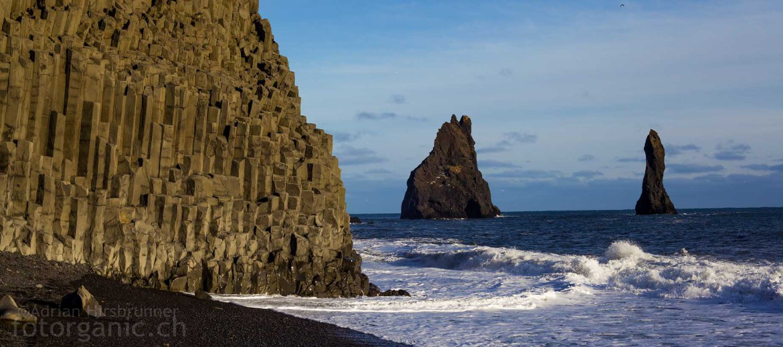 Aufgrund der hohen Vulkanischen Aktivität sind in Island mancherorts attraktive Basaltsäulen entstanden.