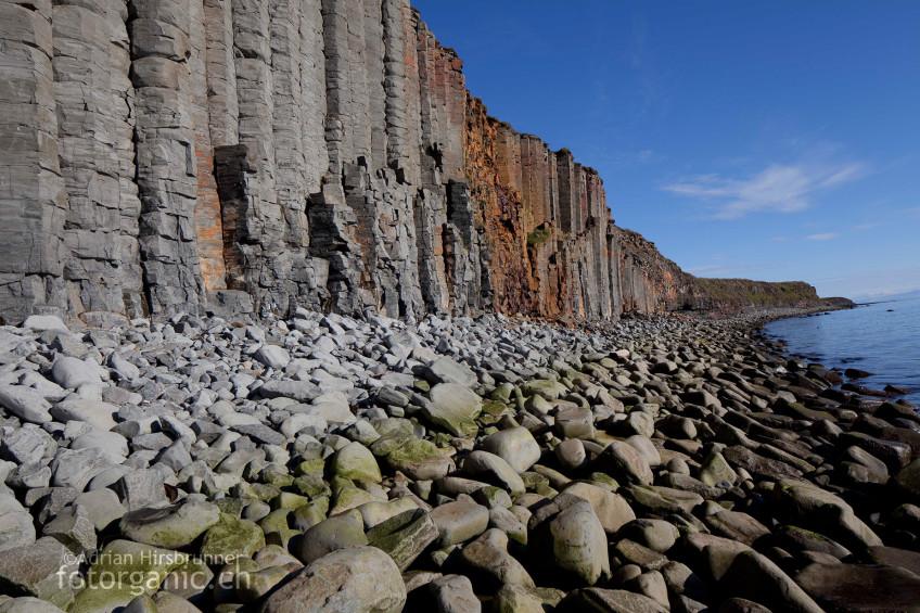 Auch diese Steilküste aus Basaltsäulen befindet sich bei