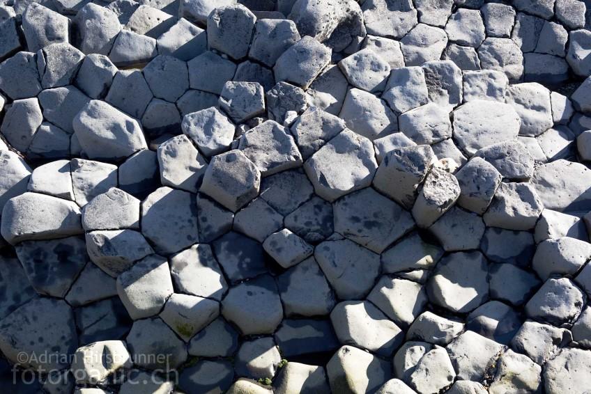 Typische, hexagonale Struktur von Basaltsäulen.