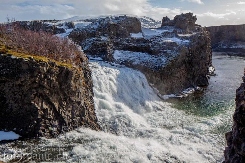 Hjálparfoss - einer der Basaltsäulen-Wasserfälle Islands.