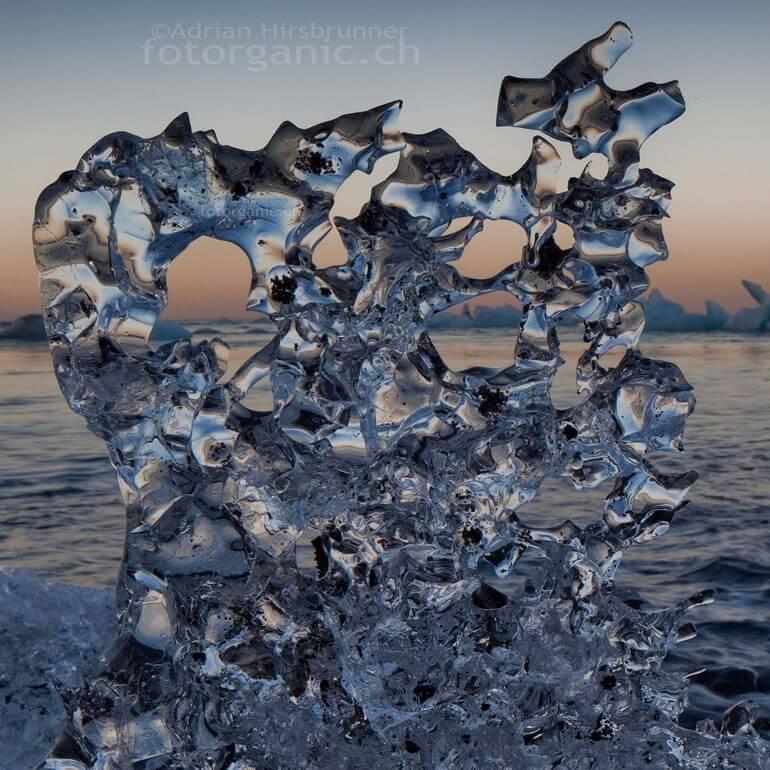 Die Eisgebilde am Strand von Jökulsárlón sind für Naturfotografen eine unerschöpfiche Motivquelle.