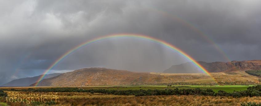 Erwischt man den richtigen Tag, kann man in Schottland mehrmals Täglich auf traumhafte Regenbogen treffen.