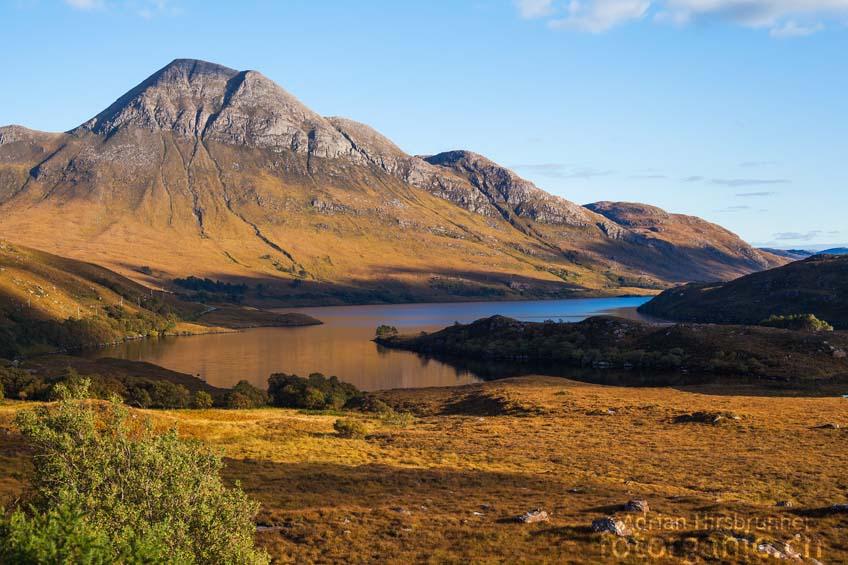 Im Oktober intensiviert sich die Färbung der schottischen Moorlandschaften noch einmal.