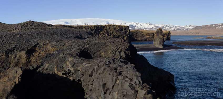 In der Bucht von Vík í Mýrdal können wir uns auch im Winter aufwärmen.