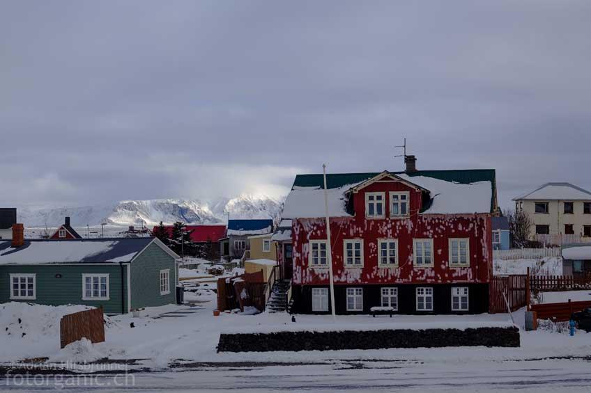 Winterstimmung in einem Isländischen Dorf auf der Halbinsel Reykjanes.