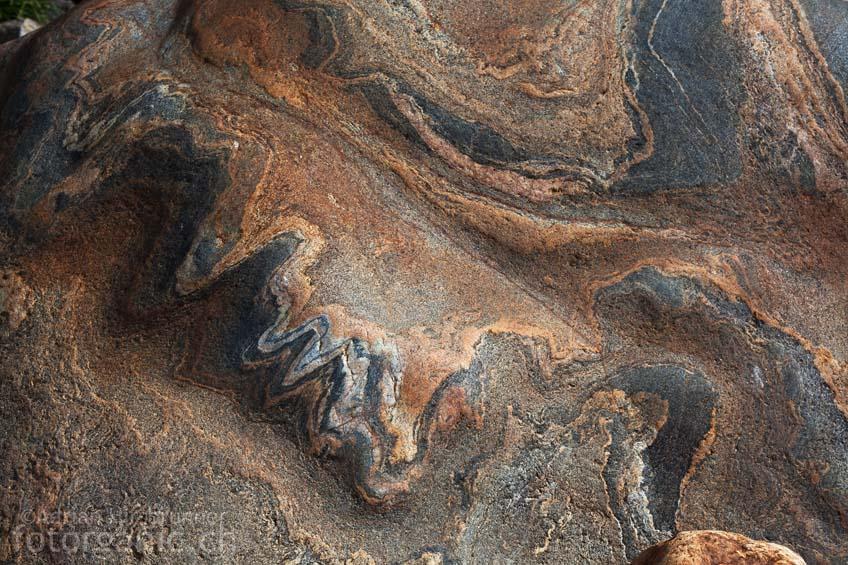 Die Zeichnungen in den Felsen regen die Phantasie an.