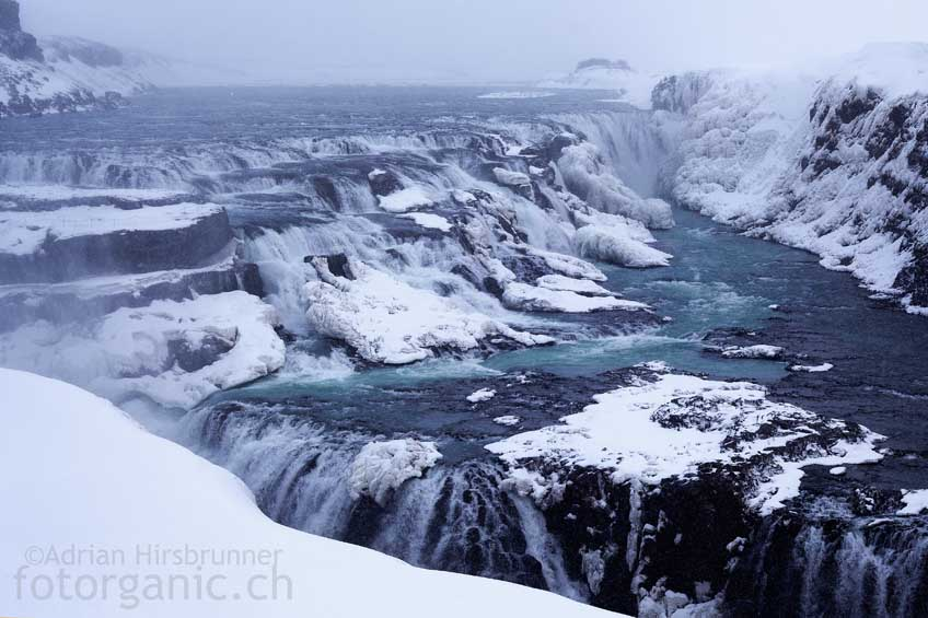 Auch im Winterhalbjahr ist der Wasserfall Gullfoss problemlos erreichbar.