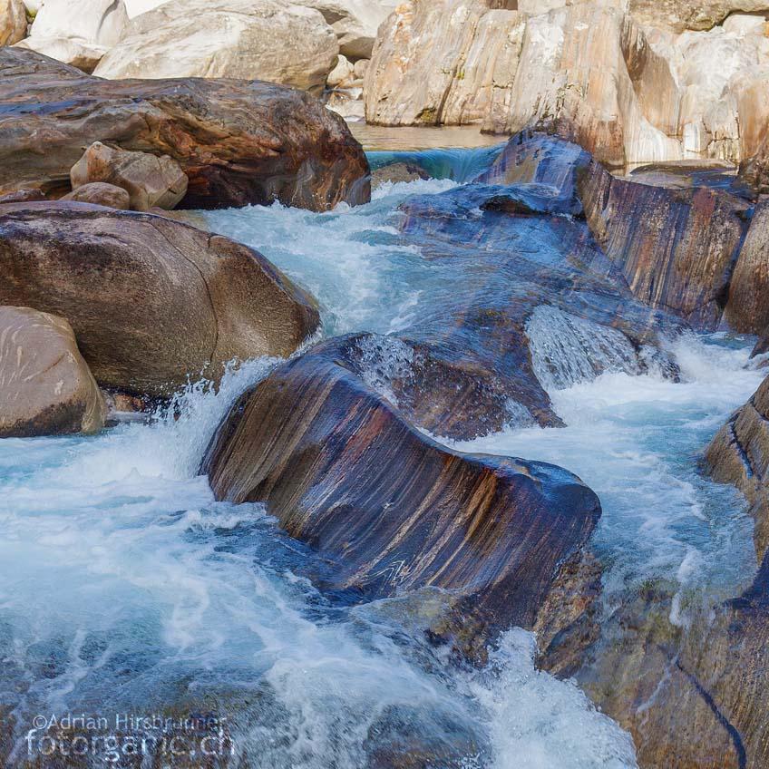 Die Gesteine und Gesteinsbecken an der Verzasca bilden mit dem Fluss eine dynamische Einheit.