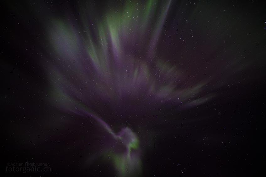 Über dem Kopf: Die Korona der Aurora Borealis gibt einen Blick ins Innenleben frei.