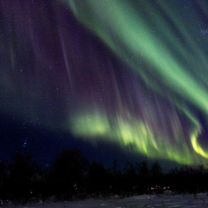 Nichts ist faszinierender als ein Sternenhimmel der mit Polarlichtern gefüllt ist.