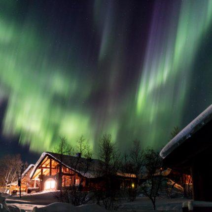 Die Nordlichter flitzen jetzt wie tanzende Derwische durch die Nacht!