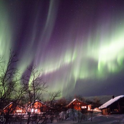 Eine weitere Minute später bilden sich Koronas. Polarlichter mit ringförmige Strahlen werden Korona genannt.