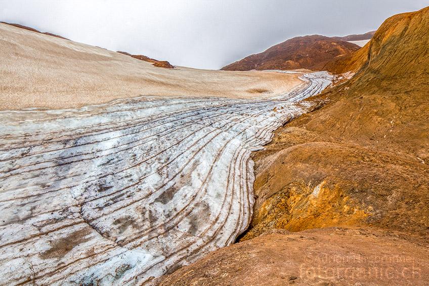 Die lamellenähnliche Textur des Gletschers fasziniert.