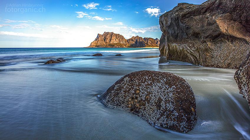 Die Lofoten: Ob dramatische, steil aus dem Meer ragende Felsen - oder karibisch anmutende Strände - die norwegische Inselgruppe ist an Schönheit kaum zu überbieten.