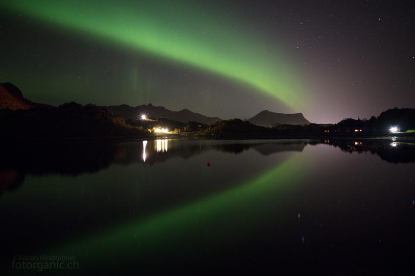 Manchmal steht das Polarlicht auch nur als ruhiger, leuchtender Bogen am Himmel. Aber auch diese Form der Aurora beschert uns magische Momente.
