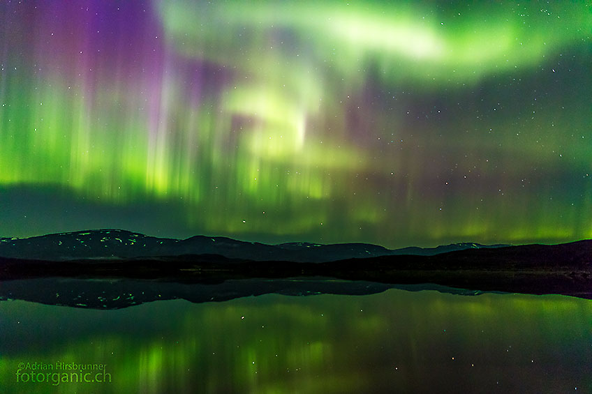 Polarlichter können zauberhaft sein! Wenn man glück hat ziehen sie einem nächtelang in ihren Bann.