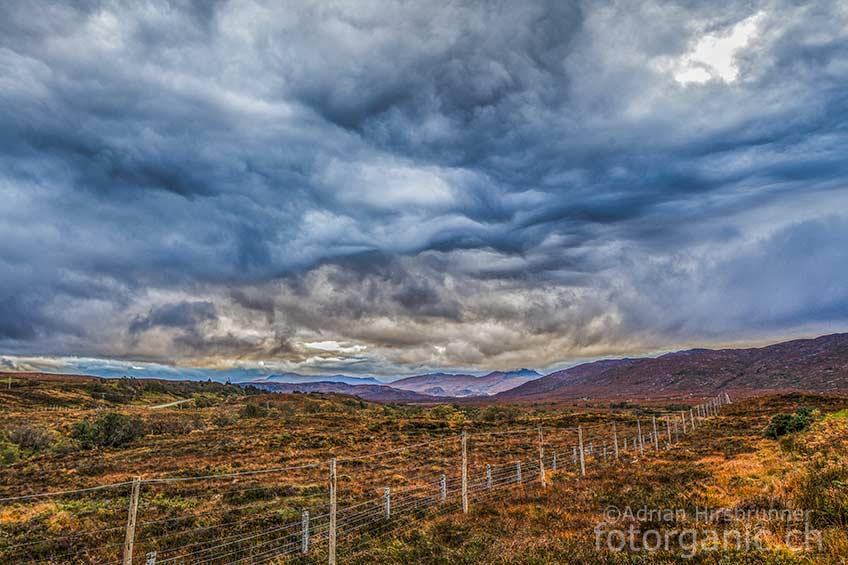 An Dramatik kaum zu überbieten: Das Wetter verwandelt Schottlands Landschaft von Minute zu Minute. Ideal für Naturfotografen!
