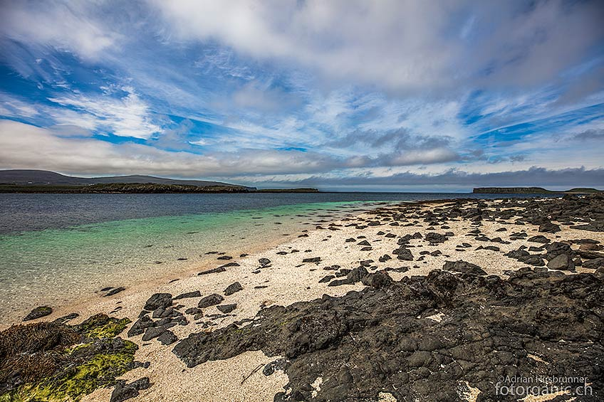 Der Coral Beach ist ein blendend weisser Sandstrand