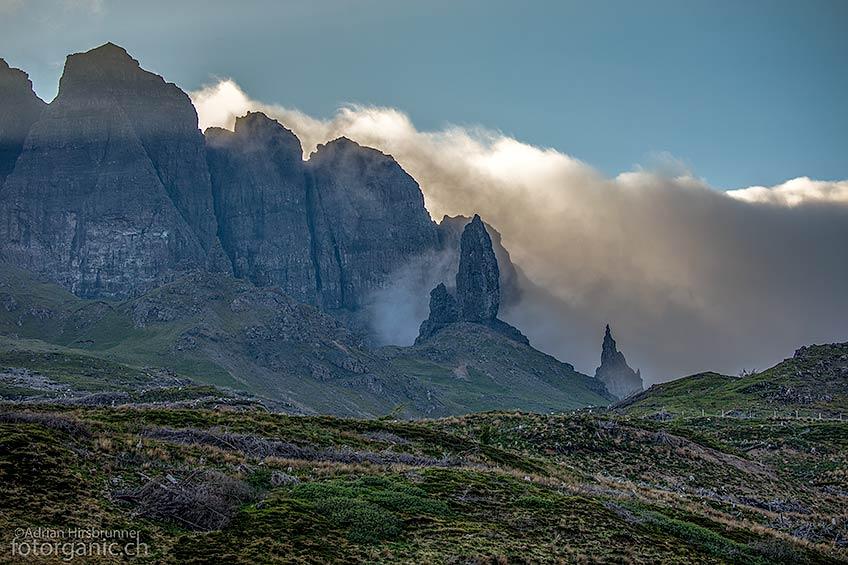 Von weit her sichtbar: Der Old Man of Storr ist eines der Wahrzeichen von Skye.