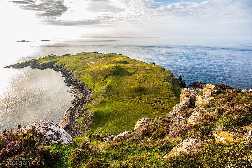 Vom Häuschen der Küstenwache aus, sieht man auf die nördlichste Landzunge von Skye