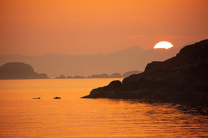 Ein fantastischer Sonnenuntergang! Die Sonne versinkt hinter den äusseren Hebrideninseln.