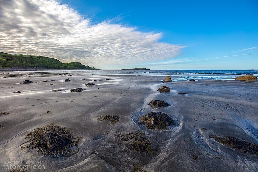 Der Staffin Bay ist ein grosszügiger und sehenswerter Strand in reizvoller Umgebung