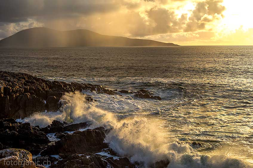 Typisches Hebridenwetter. Regen, Sonne, Wolken und Wind sieht man auf Lewis and Harris oft zur gleichen Zeit.