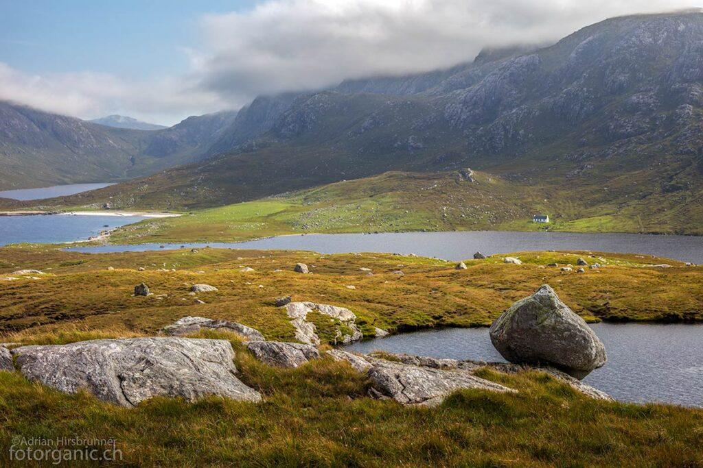 Urtümliche Fjordlandschaft am Loch na Cleabhaig.