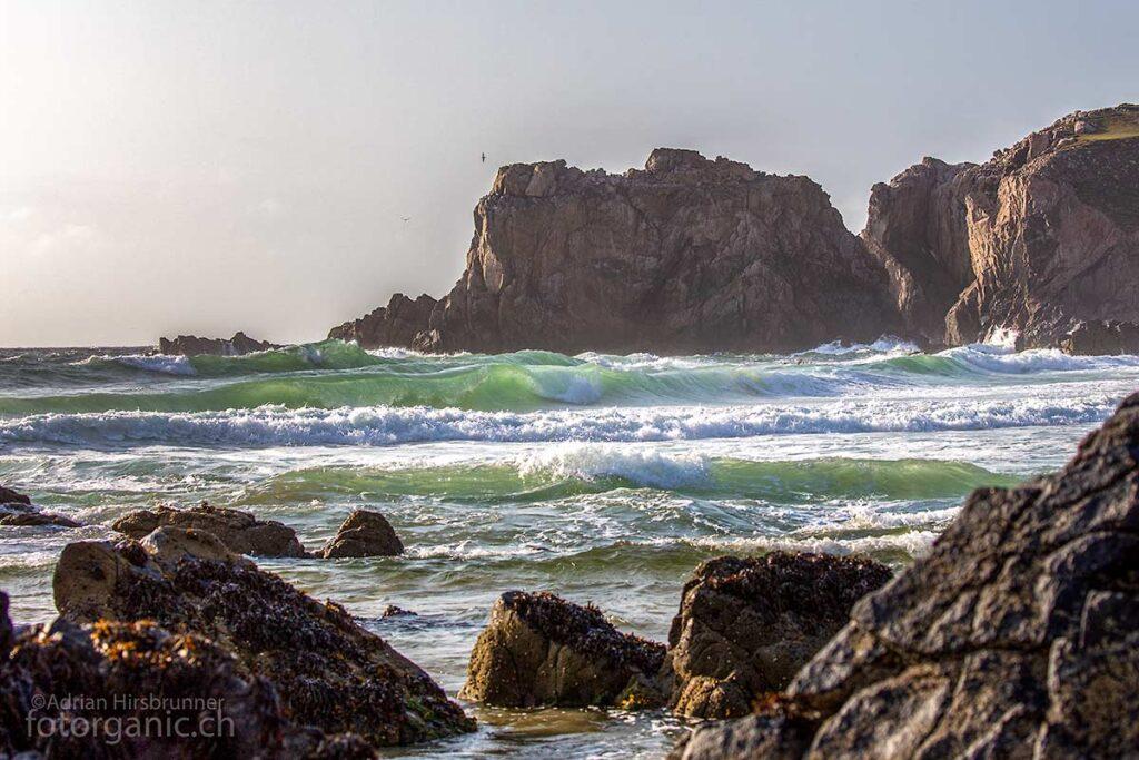 Mangersta Beach am Abend. Die grün hinterleuchteten Wellen sind zauberhaft.